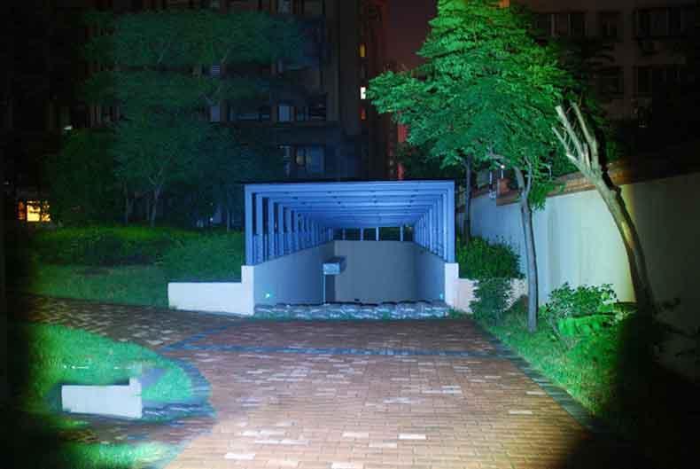 Φακός επαναφορτιζόμενος LED CREE T6 - 3000 Lumens Led Destacando