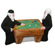 Γύψινο αγαλματίδιο βαμμένο στο χέρι 10,8x13,5x5,3 cm 2 Μοναχοί Που Παίζουν Μπιλιάρδο